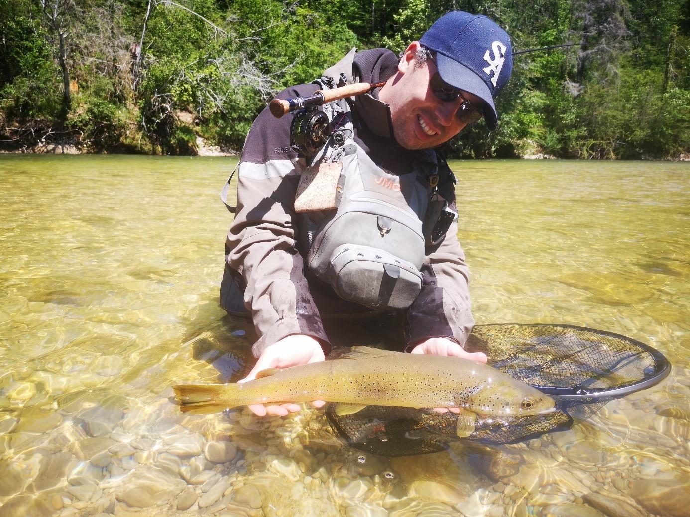 Initiation pêche à la mouche, Champion du monde Grégoire Juglaret à Samoëns
